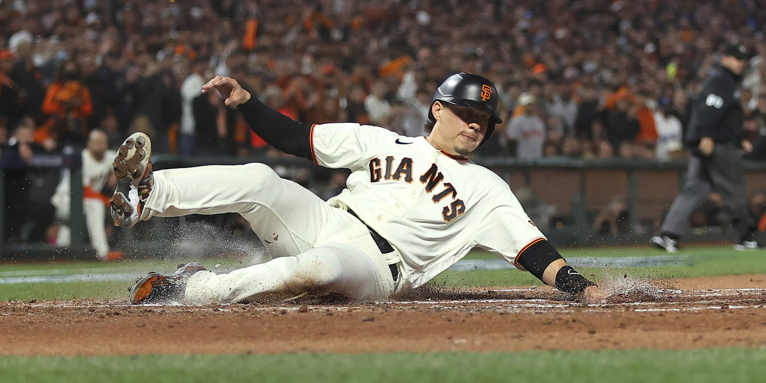 Giants stymied by LA; NLDS evened up thumbnail