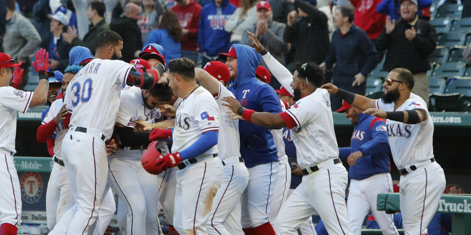 Rangers walk-off to take 2 of 3 from Cubs