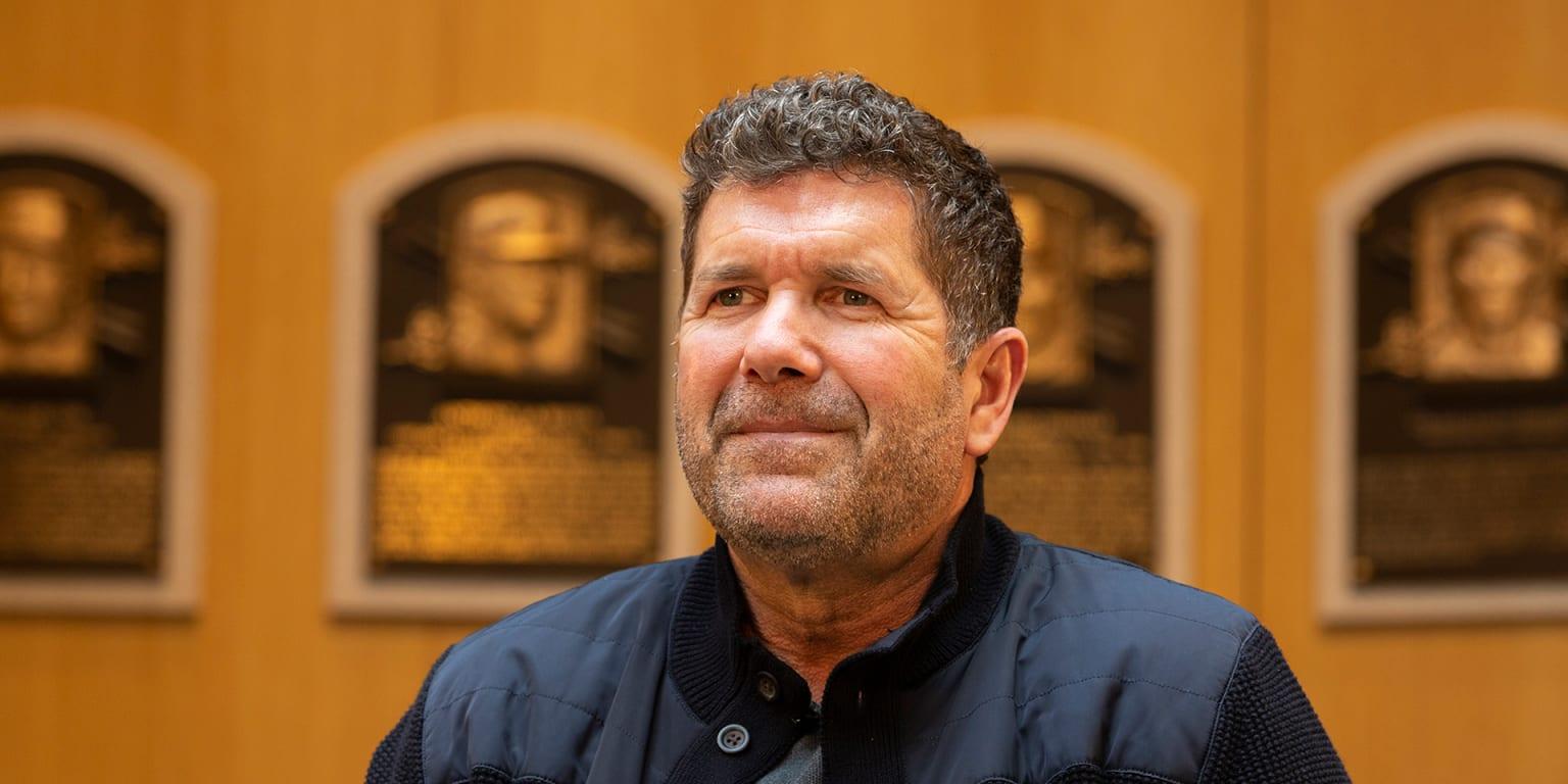 Edgar Martinez tours Baseball Hall of Fame