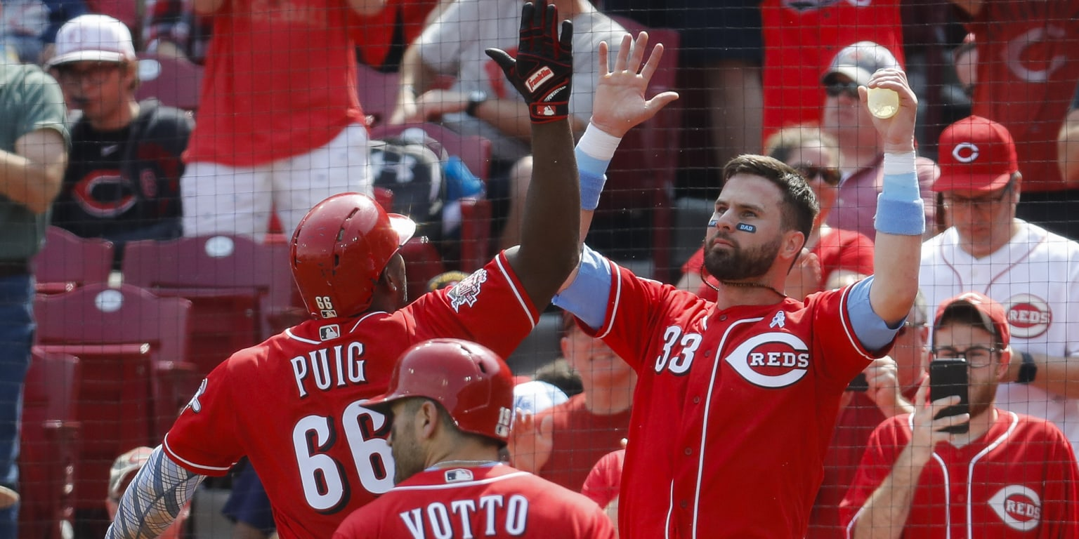 Winker, Puig awaken to power Reds past Texas