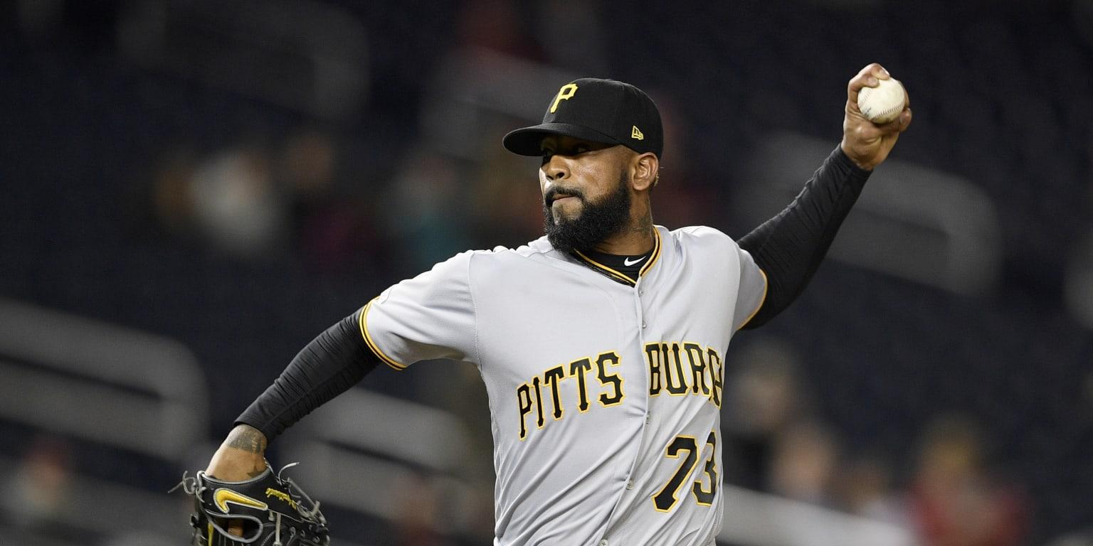 Vazquez remains a Pirate as Deadline passes
