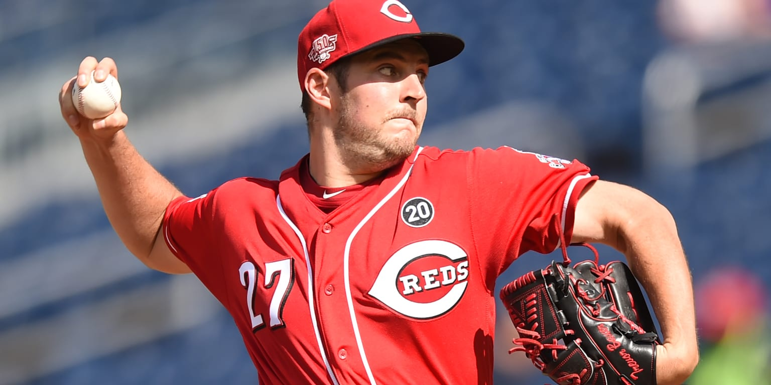 Bauer hit hard in lopsided fifth as Reds swept