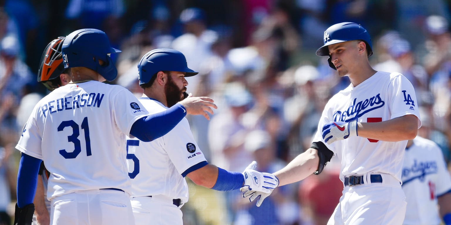 Dodgers blank Giants, cut magic number to 2