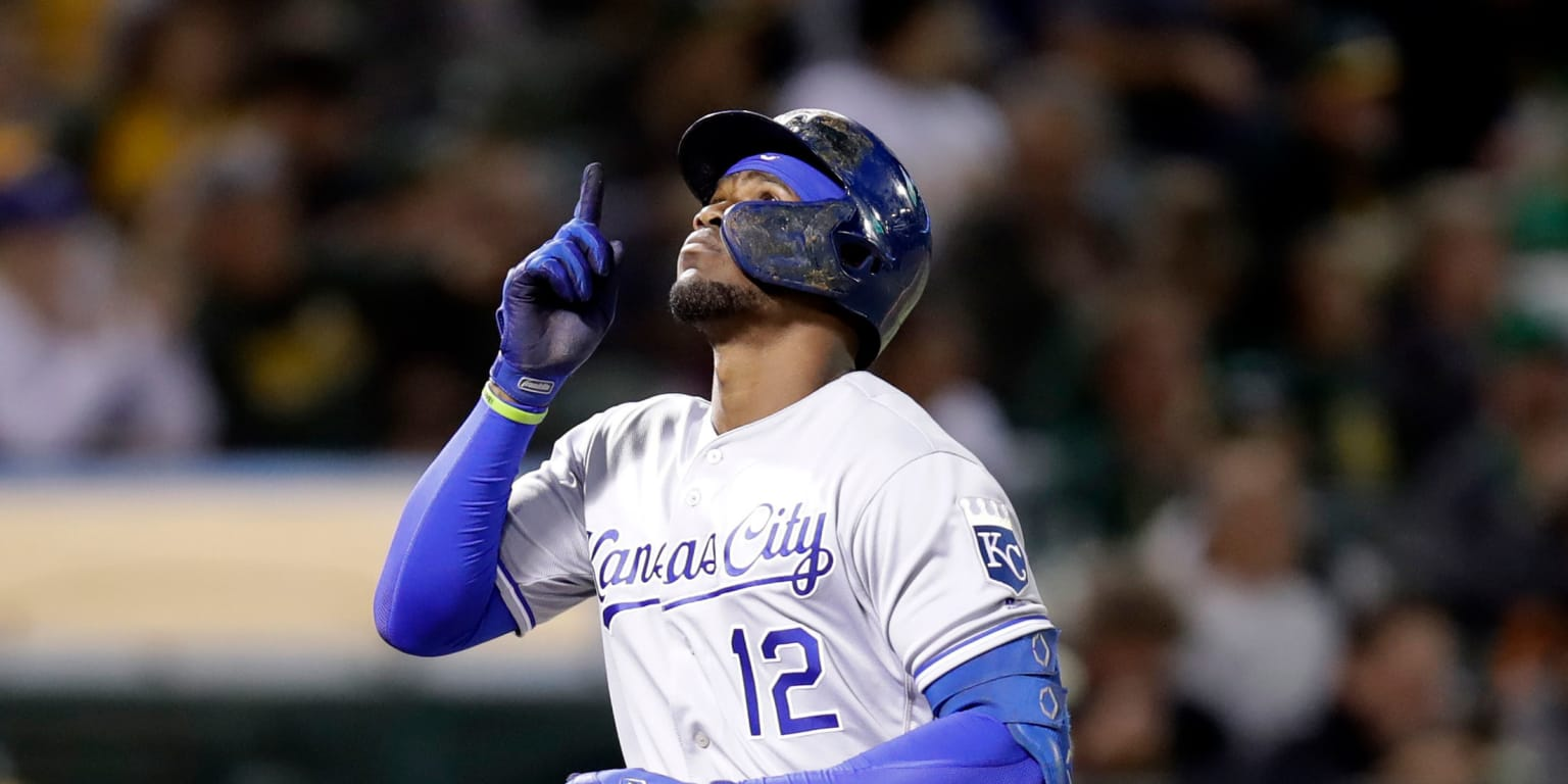 Soler closes in on AL homer crown with No. 45