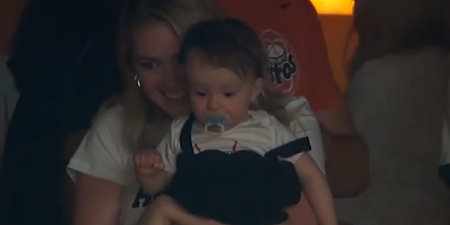 Justin Verlander waves to Kate Upton and baby