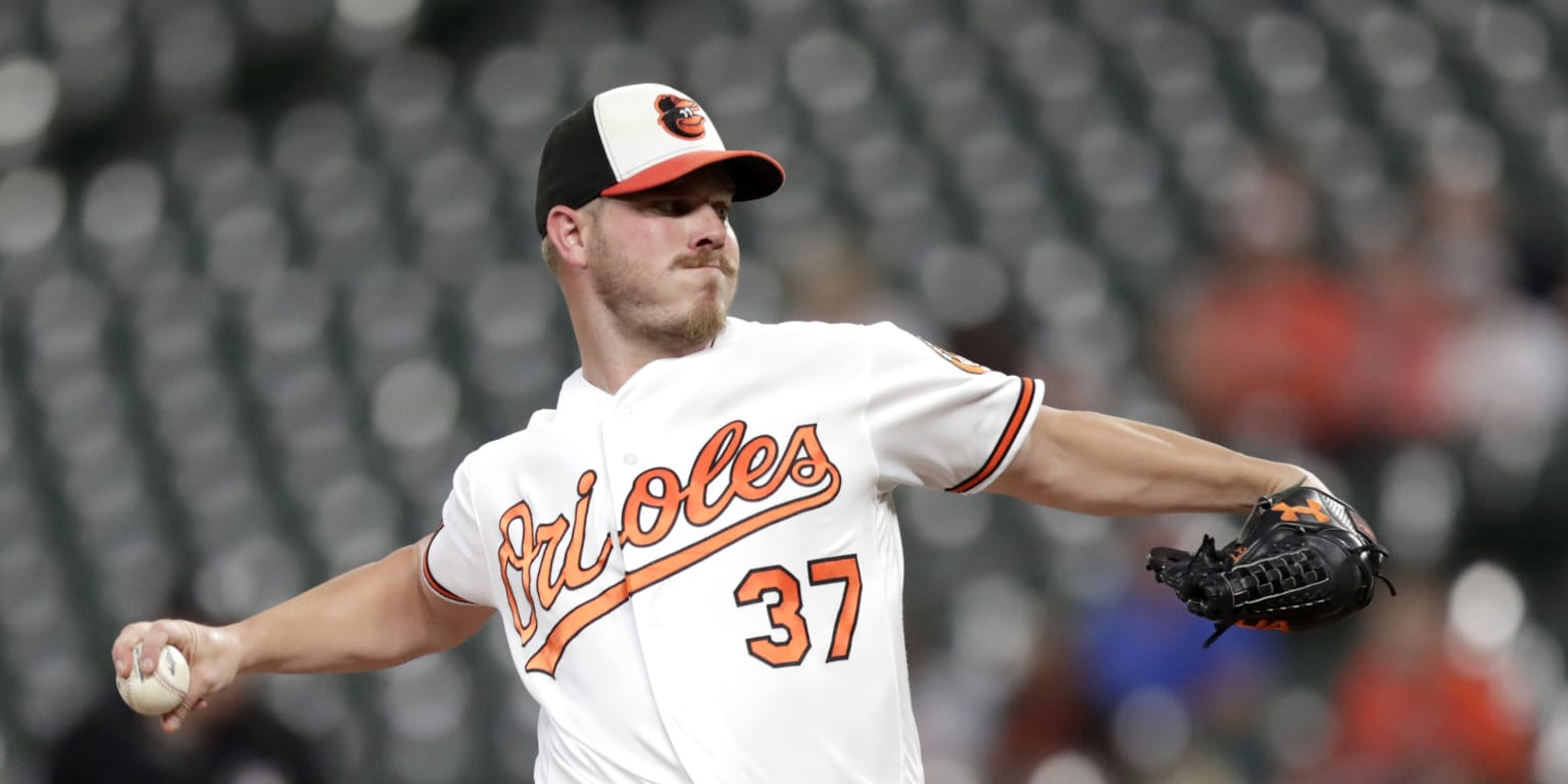 O's acquire 4 righties from Angels for Bundy