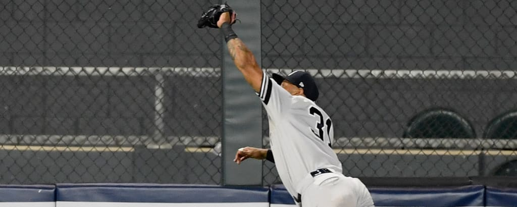Aaron-Hicks-catch-0723-2610