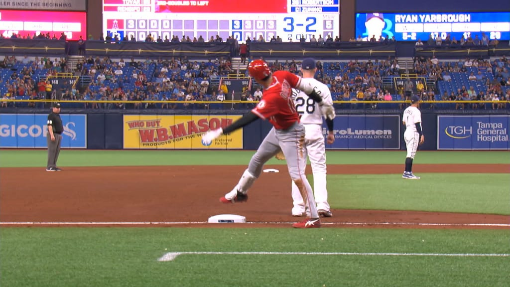 Triple de Ohtani en el quinto inning