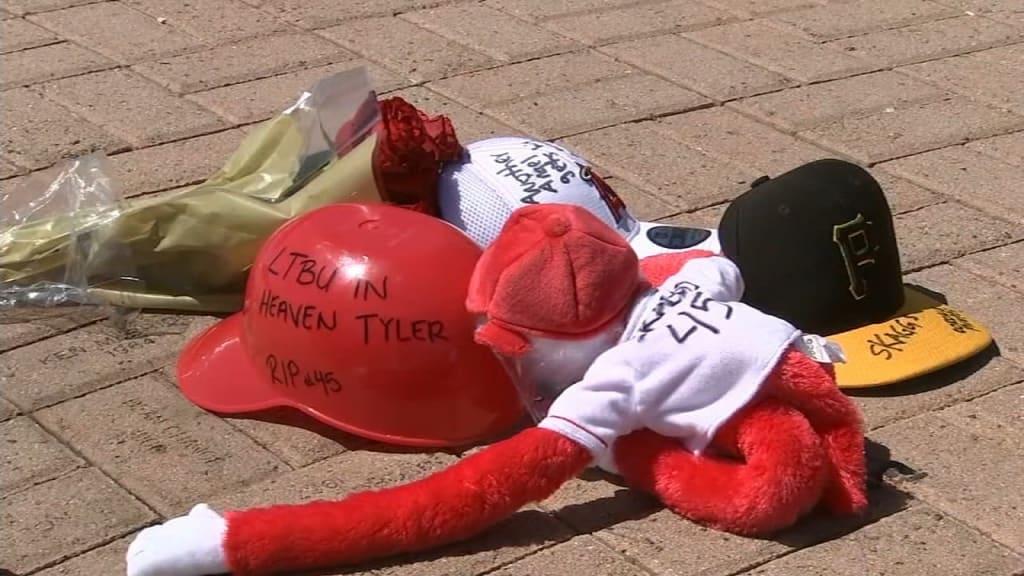 Fanáticos le rinden tributo a Skaggs