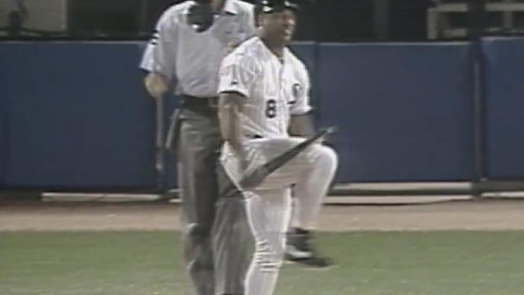 Bo Jackson Breaks Bat Over Knee