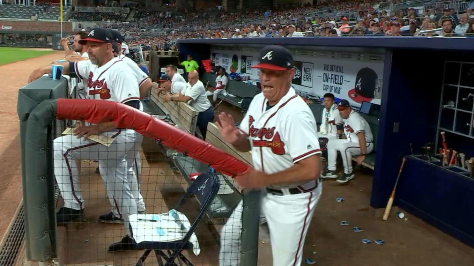 Snitker evades a foul ball   09/20/2018   MLB com