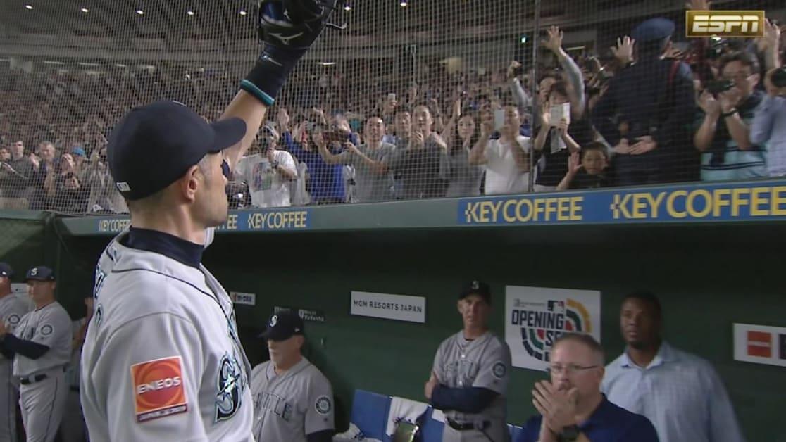 Ichiro recibe ovación en la 8va